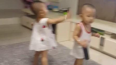 搞笑视频: 这一巴掌打开了舞蹈开关了