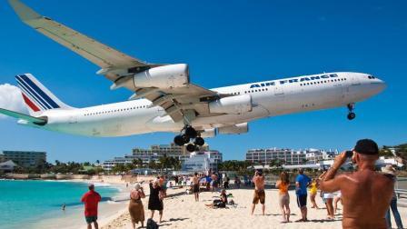 世界上最危险的机场  建在沙滩的?#21592;? 飞机从游客头顶上起飞!