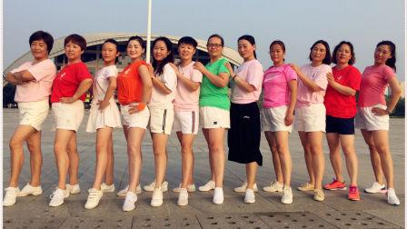 内黄公园 一群美女舞动青春 老美了 喜欢的转走青青世界广场舞