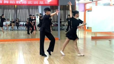 点击观看《拉丁舞排练 恰恰 跳成这样练多久了?》