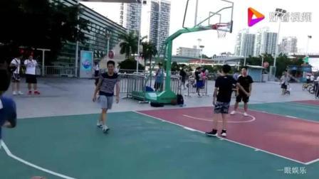 体育馆篮球场, 几名高中男生在打篮球, 动作快速