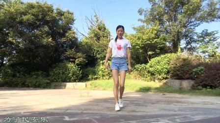 点击观看《新生代广场舞 新舞中国励志歌曲 鬼步舞 简单易学广场舞》