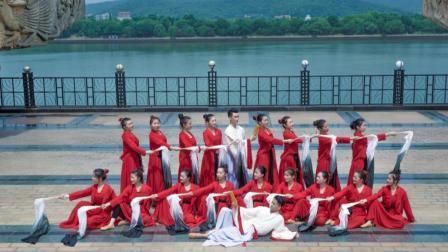 点击观看《中华文化真的是博大精深,喜欢这支舞中的书生意气》