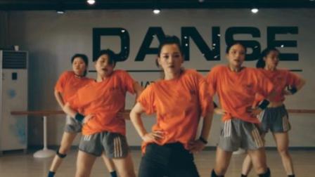 点击观看《单色舞蹈 课堂练习也要认真对待!》