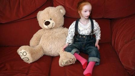 世界最小女孩, 高0.6米重8斤, 她怎样生活?
