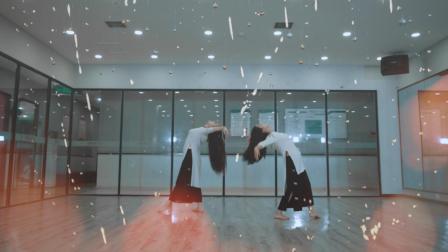 点击观看《单色舞蹈 柔情舞蹈 余生是你》