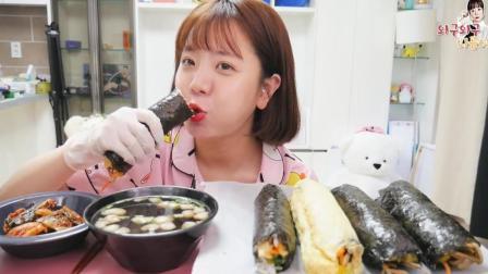 吃播大胃王: 萌妹子吃5条紫菜包饭卷, 配上泡菜, 直接拿着大口啃