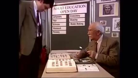憨豆先生参观邮票,太过瞌睡,额头粘着邮票跑