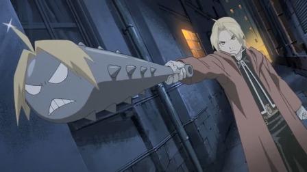 男子围捕敌人,随手就炼出一把武器,你不觉得和自己长得有点像吗