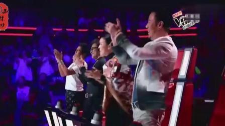 中国好声音身价最高的人去参加比赛, 让几位导师疯抢, 还起身致敬