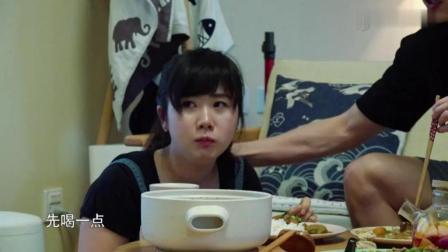 福原爱看电视笑到直接呛食, 接下来又打个隔, 简