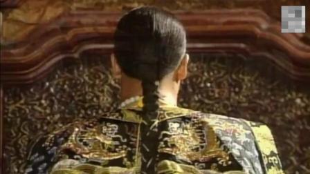 刘墉带枷上殿, 乾隆直接让贪官自裁, 厉害了