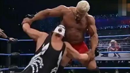 WWE_ 裁判故意延误比赛, 摔角手急眼直接向裁判动