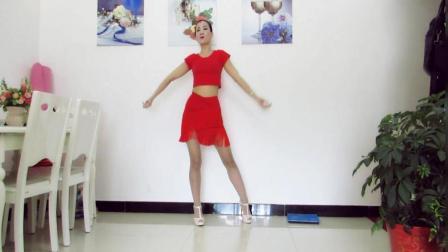 点击观看《神农舞娘广场舞 得意的笑 歌词写得很绝妙 还有舞蹈确实美》