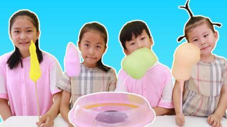 苏?#22855;?#21644;小朋友们比赛制作棉花糖的过家家游戏 苏?#22855;?#29609;具