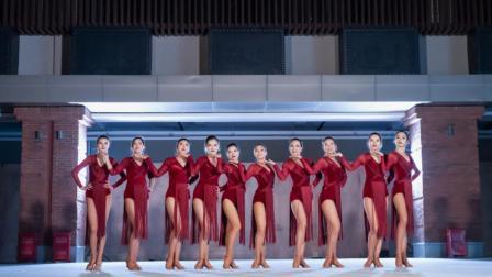 点击观看《拉丁舞带一点复古风的元素 让你意想不到的美》
