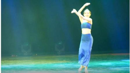 现场看感觉很棒  实拍美女大学生现场跳舞, 舞姿优美动人, 看着很舒服