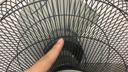电风扇缝隙不好清洗? 教你简单一招, 用它一擦全干净, 太实用了