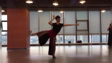 点击观看《练习室版古典舞 暖山 此去经年 山长水又断 相逢仍是少年衫》