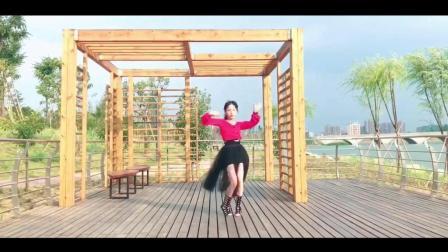 点击观看《室外版中国风爵士舞 千里之外 薄如蝉翼的未来 经不起谁来拆》