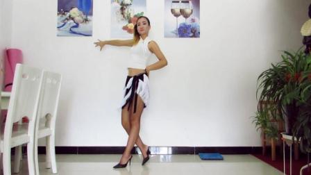点击观看《神农舞娘广场舞 高挑身材辣么跳恰恰舞 可以塞!》