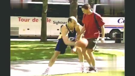 国外恶搞: 路人被壮汉强拉着打篮球, 路人表示蒙