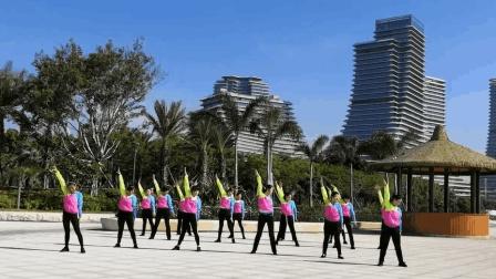 点击观看《这支广场舞已经红遍圈内了! 你们都会跳吗? 简单有活力!》