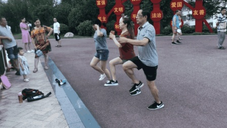 72岁老大爷跳最新热门鬼步舞, 简单好看好学, 搞