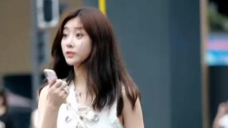 街拍美女: 第一眼看小姐姐还以为她是韩国的呢