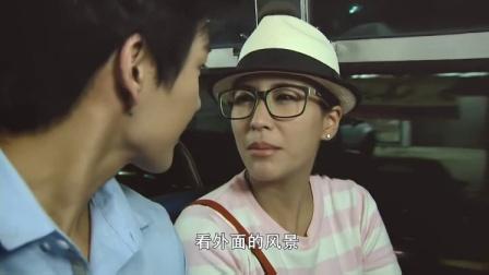 富少陪美女一起等公交,结果美女责怪他太高挡
