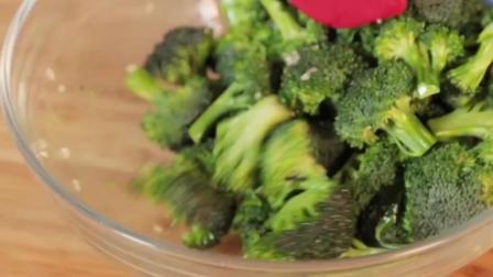 西兰花营养价值高, 是公认的抗衰老抗癌的蔬菜, 一定要多吃