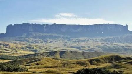 巴西山顶被刀切成两半, 山顶竟然还有化石, 科学