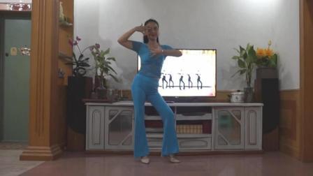点击观看《霞彩飞扬广场舞 我以孤独永相随 编舞 段希帆 这才是我要的广场舞》