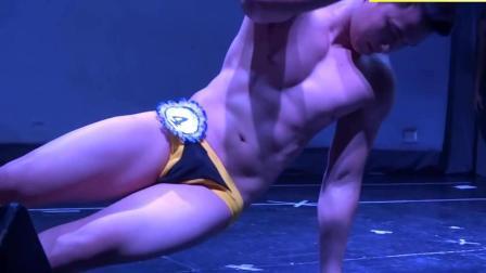 泰國男模大賽冠軍T臺表演, 身材惹人羨慕