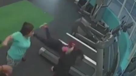 美女跑步机上玩自拍被摔惨 网友:自拍也有风险
