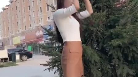 时尚气质美女户外自拍视频