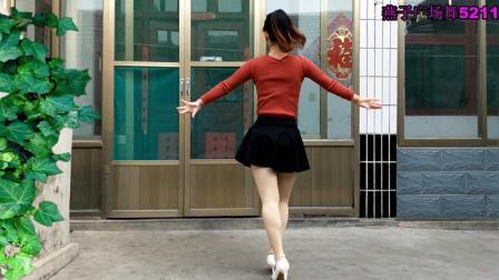 点击观看《燕子广场舞5211 一吻红尘 简单水兵舞 经典老歌真好听》