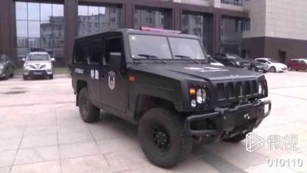 男子把自家SUV改成高仿特警车, 被逮个正着