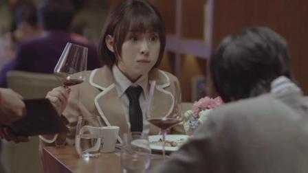 帅哥掏出黑金卡请美女吃饭,美女:是不是可以