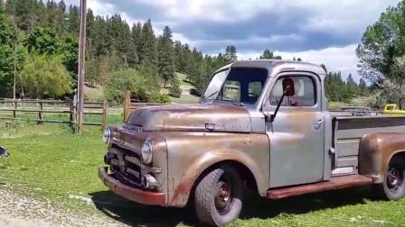 在车库存放了60多年的道奇皮卡车, 开出来晒晒太