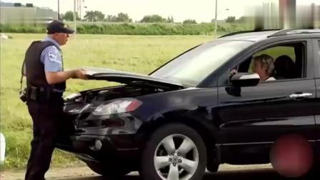 国外爆笑街头恶搞 巡警查车, 结果下身被车盖夹