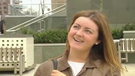 每日一笑: 不断出错的电视记者团队街头采访, 恶