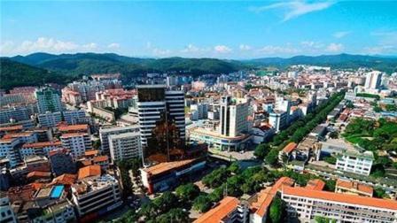 广西第一大城市, 相当于36个香港, 18个深圳, 不是桂林、南宁!