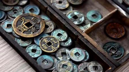 青岛: 男子14年收藏万枚古钱币 自开古钱博物馆传播文化