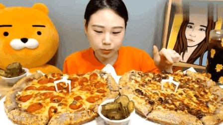 韩国大胃王美女吃披萨, 一个人吃了两大盘, 这胃