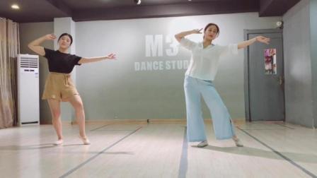 点击观看《练习室版古典舞 十里桃花 我只为你绽放 世间最美的模样》