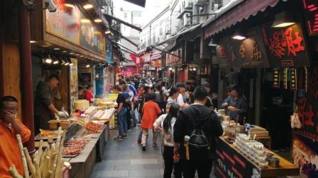 青岛最早的美食街劈柴院, 那么多小吃有找到你喜欢的吗?