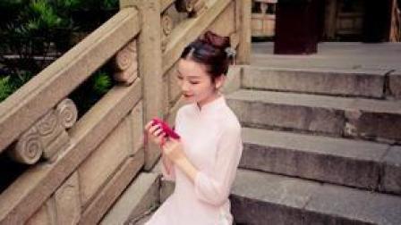 点击观看《中国舞 想起了富察皇后扮成洛神翩翩起舞的样子》