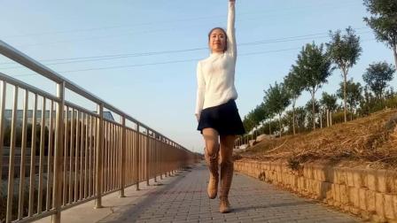 京京广场舞 爱情临时工 在风景美好的室外跳零基础32步广场舞 羡慕吧