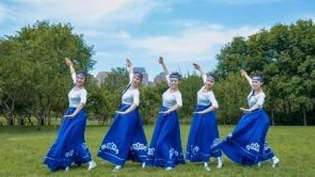 中国舞/想象在草原上跳舞的姑娘